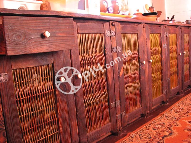Меблі в стилі кантрі для кухні з дерева. Дерев'яна кухня з сосни на замовлення.