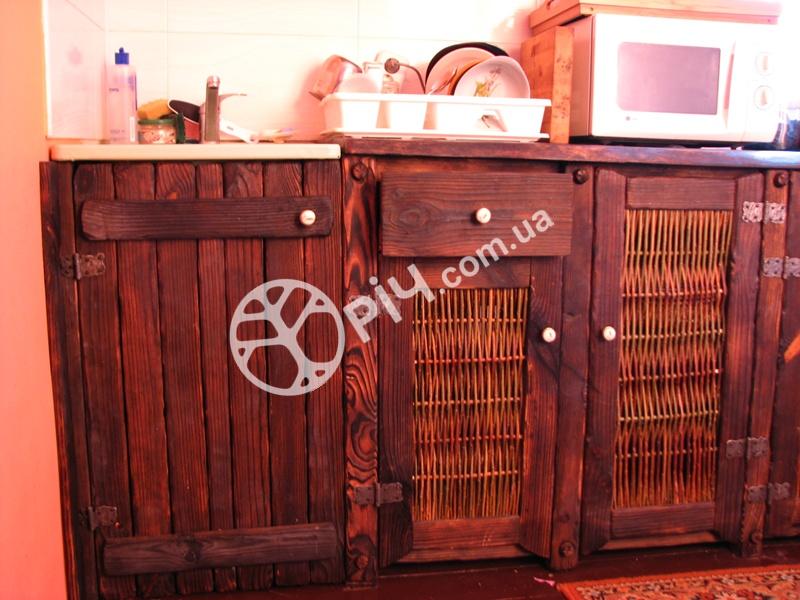 Меблі в стилі кантрі для кухні з дерева.