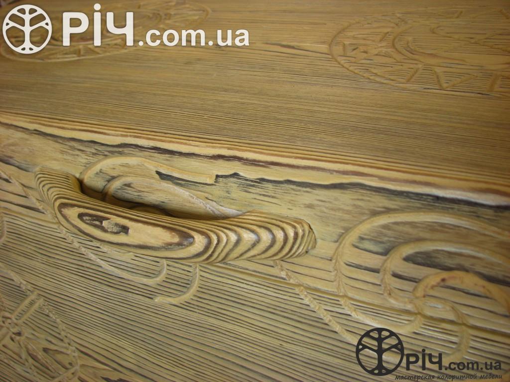 Скриня з випаленого дерева. Дерев'яна ручка. Меблі з сосни під старовину.