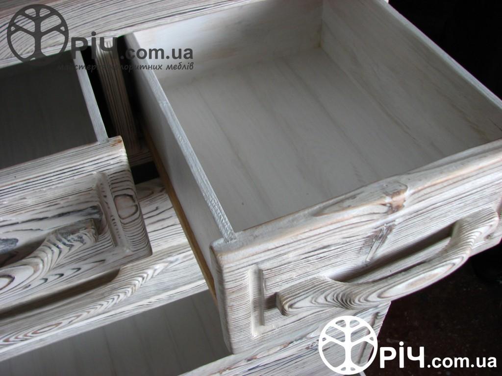 Комод з натурального дерева в стилі кантрі - випалена сосна додає фактурності деревяній поверхні комоду. Виготовлення на замовлення, Київ.