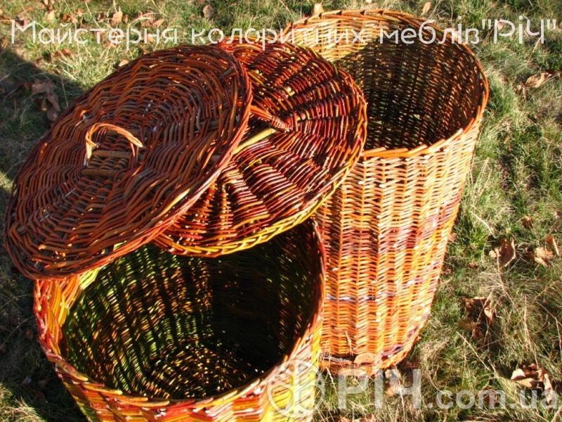 Кошик для билизни плетений з лози.