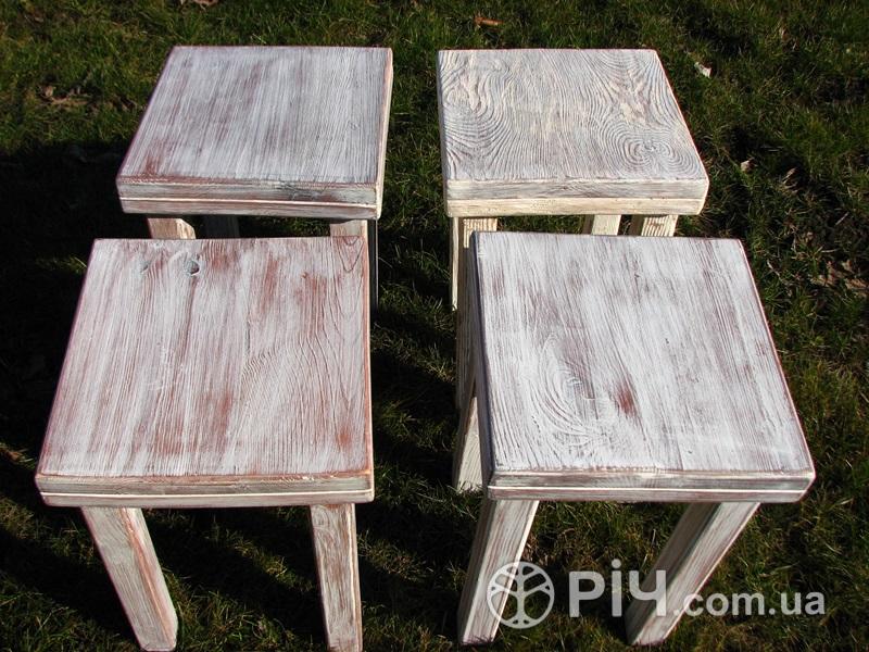 Меблі з дерева в стилі шеббі шик на замовлення в Києві. Табурети.
