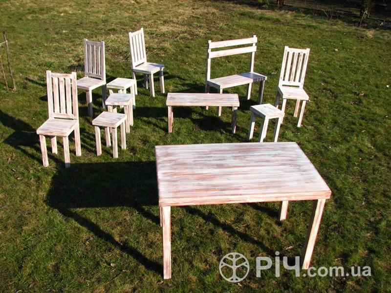 Чотири стільці зі спинкою в стилі шеббі шик. Легкі і практичні стільці з шліфованої сосни.